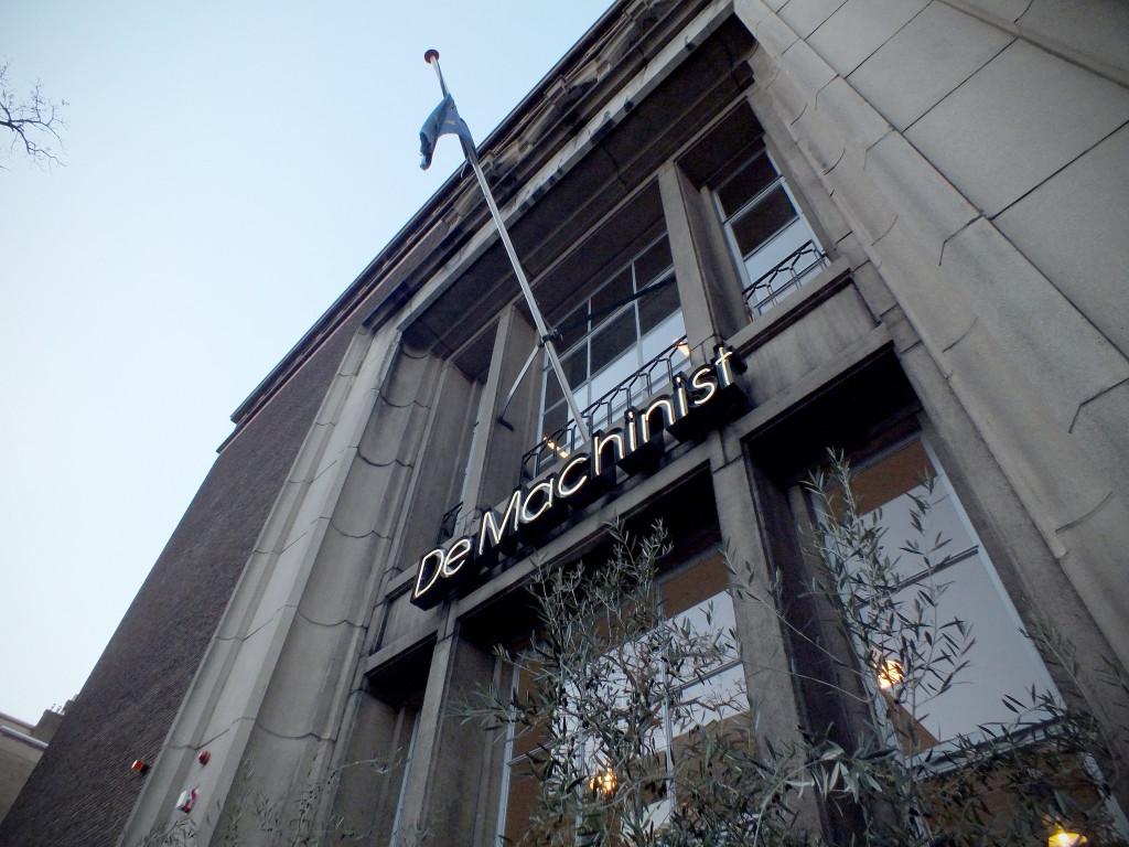 Het laatste Nederlandse kantoor van The Optimist zat in dit bedrijfsverzamelgebouw, de voormalige Machinistenschool voor de Rotterdamse haven.